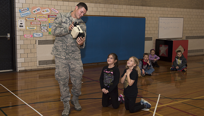 Niagara Airmen visit Hoover Elementary