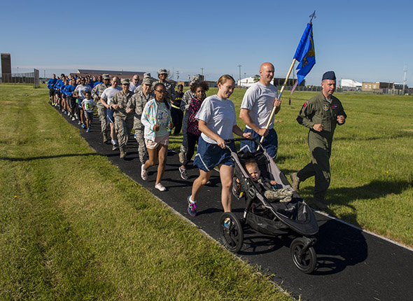 914th Airman and Family Readiness hosts cadence run