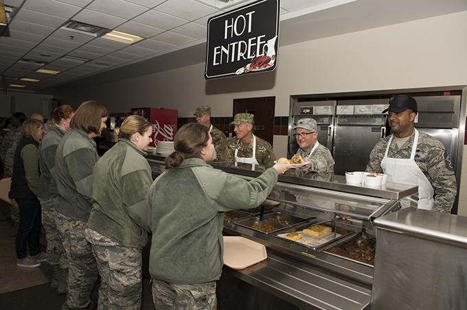 Niagara leadership serves up Thanksgiving meal