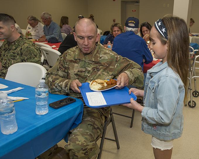 Newfane elementary students honor veterans